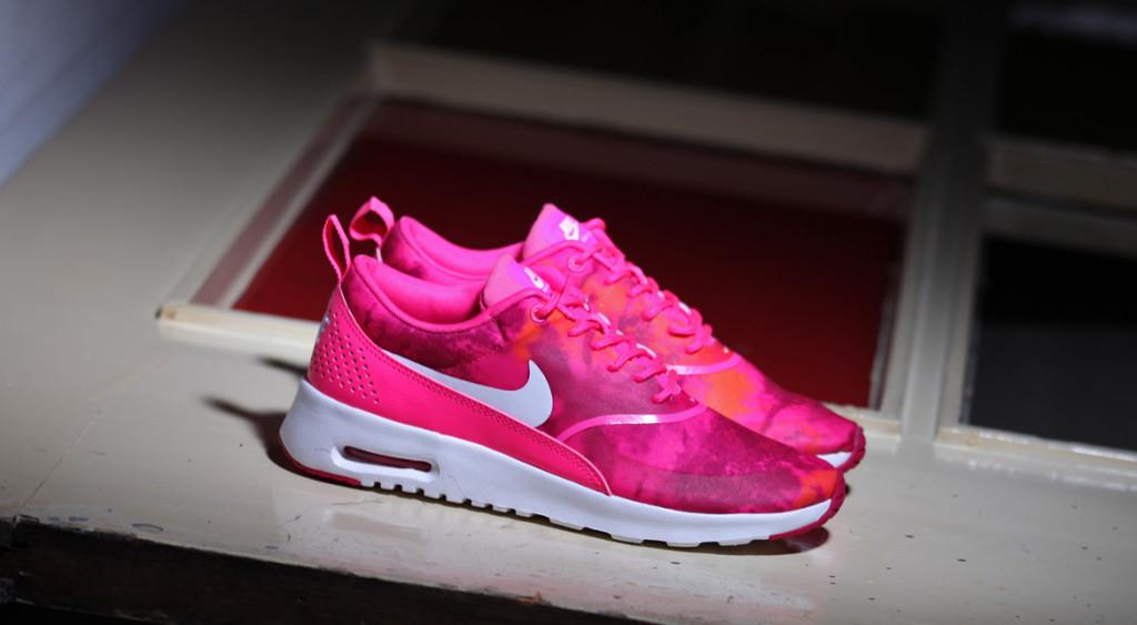 nike air max thea neon pink