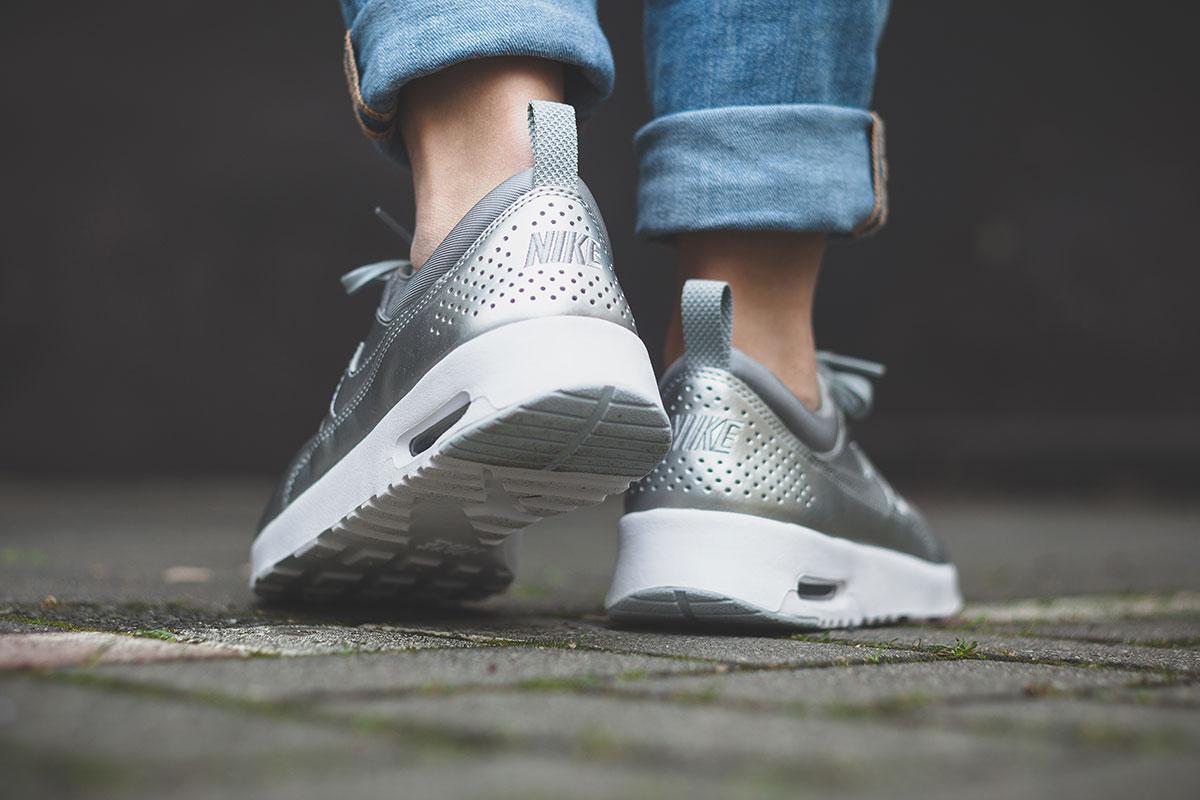 Nike Air Max Thea Silber