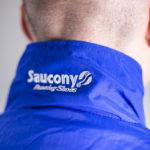 Saucony Azura OG mit T-Shirt und Tracksuit